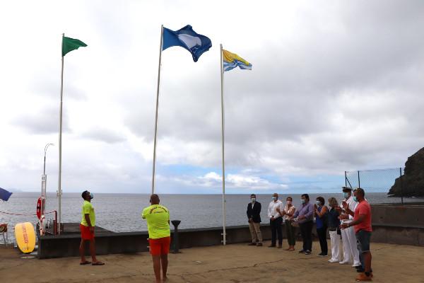 Bandeira Azul hasteada no Caniçal e Machico